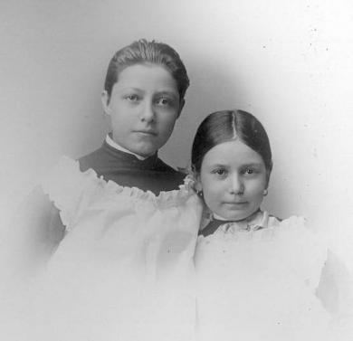 Emily Ross and Ella Ross [version 2], c.1882