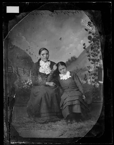 Maggie and Kate, 1894