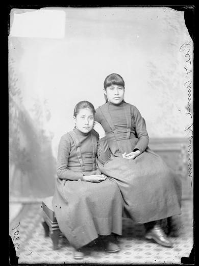 Rose Kowuni and Annie Kowuni, c.1886