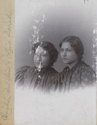 Christine Redstone and Olive Larch, c.1897