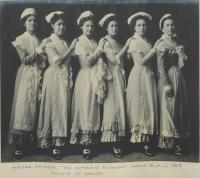 """Female students as """"A Sextette of Plymouth Daisies"""" in """"The Captain of Plymouth"""", 1909"""