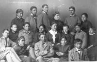 Teacher Mary Hyde and Indian School choir, 1884