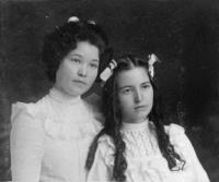 Dora Fritts and Bertha Fritts, c.1899