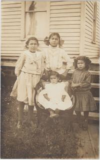 Children of Zippa M. Skenandore, c.1912