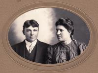 Charles Buck and Spyna D. Buck, c.1909