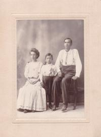 Frank James and Family, c.1907
